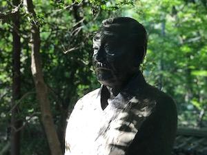 A bust of Godou Nakanishi